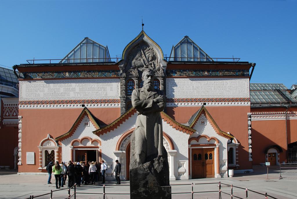 https://upload.wikimedia.org/wikipedia/commons/0/06/The_State_Tretyakov_Gallery.jpg